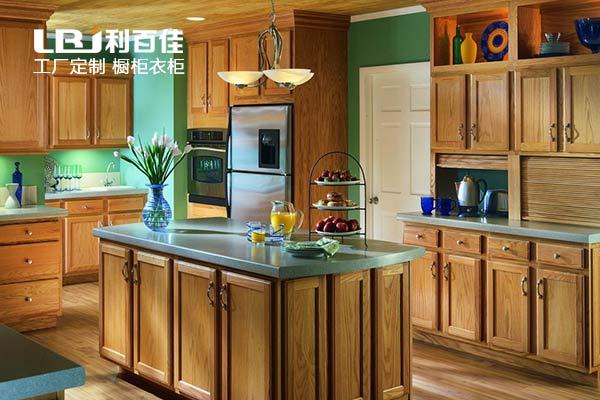 女神也喜爱的厨房用的原来是实木整体橱柜!