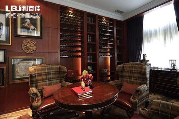 把酒柜搬到书房,一杯酒,一本书