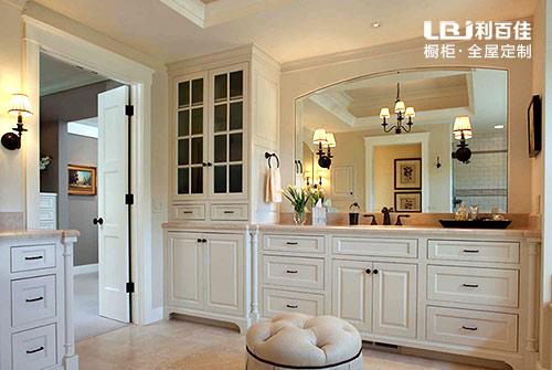 选择成品浴室柜还是定制浴室柜,哪一种更适合?