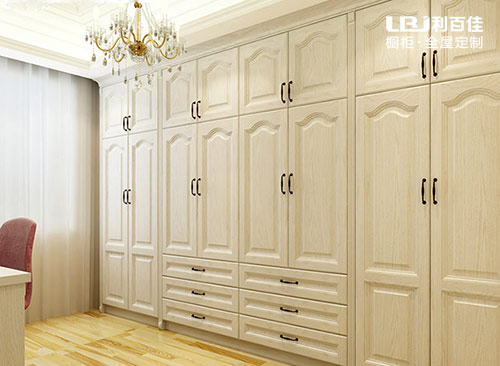 定制衣柜和木工做衣柜哪个好