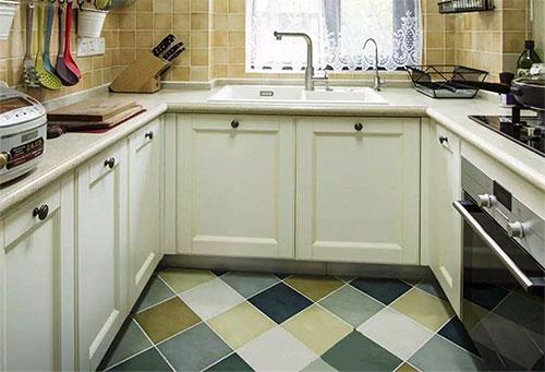小厨房选U字型的橱柜,再也不用担心储物空间