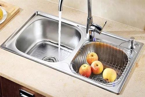 橱柜水槽台上盆和台下盆哪个更好用?