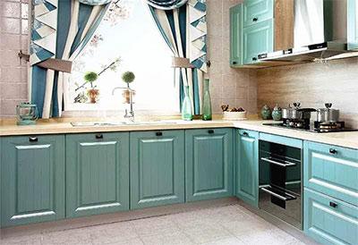 蓝色厨房橱柜给你夏日清凉的体验